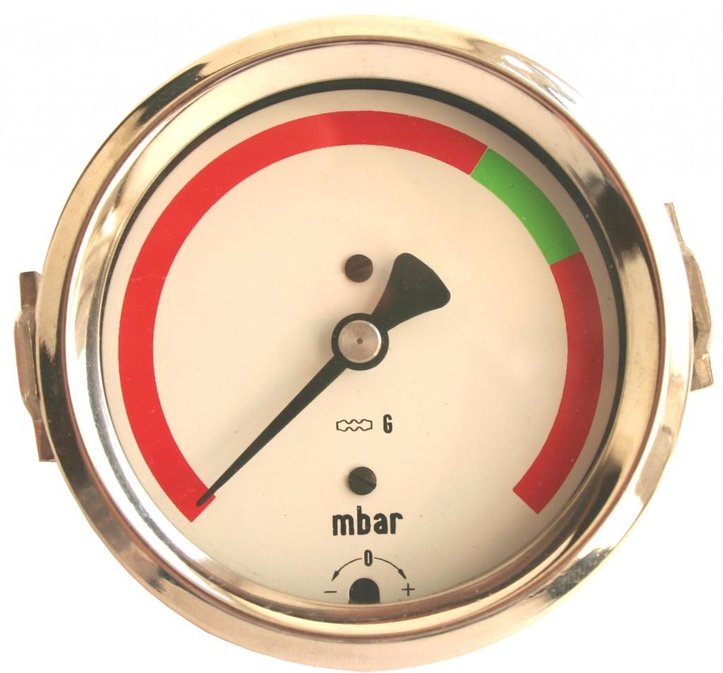 Что указывает красная черта на шкале манометра